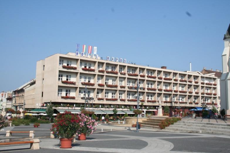 Kapos Hotel a Főtéren
