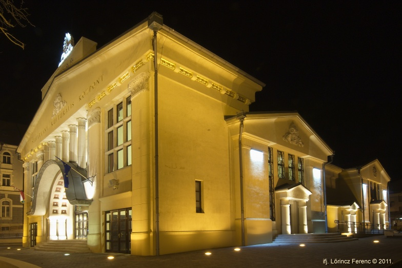 Szivárvány Kultúrpalota este